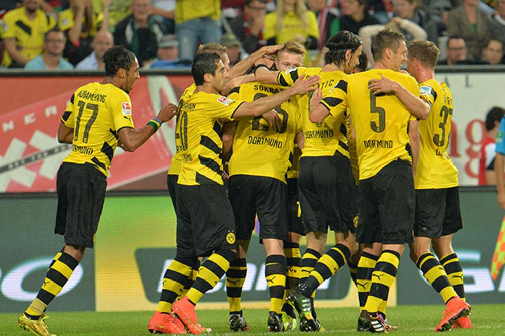 POBEDA NA STRANI: Fudbaleri Dortmunda savladali Augsburg
