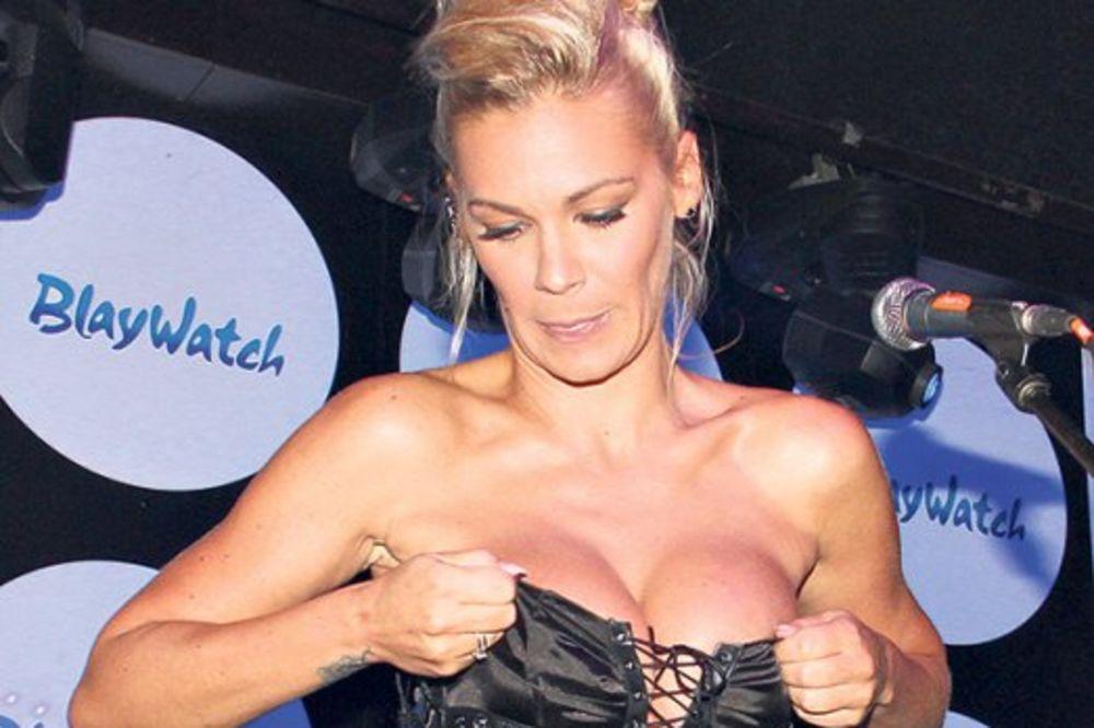 VRELE FOTKE: Nataša Bekvalac pevala bez gaća i brusa!