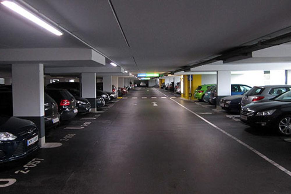 Poskupljuje parkiranje u jeftinim garažama!