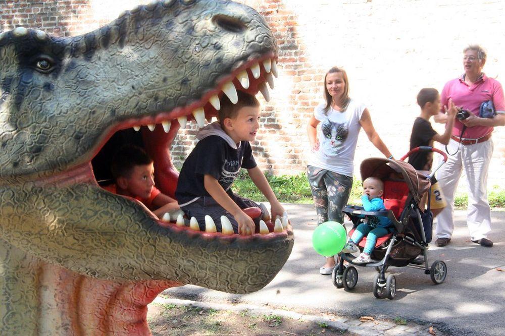DINO PARK: Mališani hrle da vide dinosauruse u prirodnoj veličini
