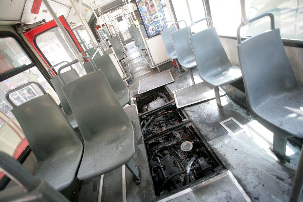 GORELA ČETRDESETPETICA: Zapalio se autobus 45 u Tošinom bunaru