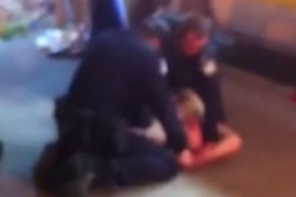 (VIDEO) HAOS U VARAŽDINU: Napao poreznike, grizao i udarao policajce, jedva ga savladali!