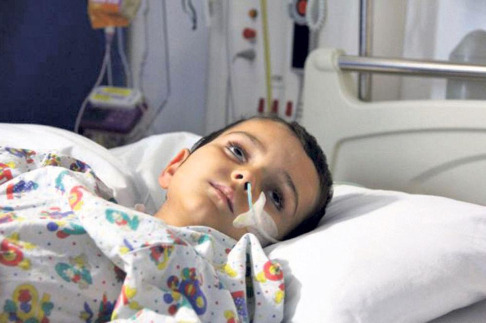 PRONAĐEN U ŠPANIJI: Oteli sina iz bolnice da bi mu našli lek!