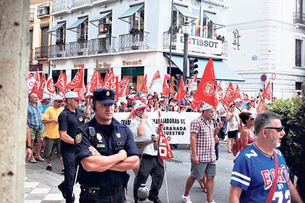 KURIR U CENTRU PROTESTA: Bune se ugostiteljski radnici Granade