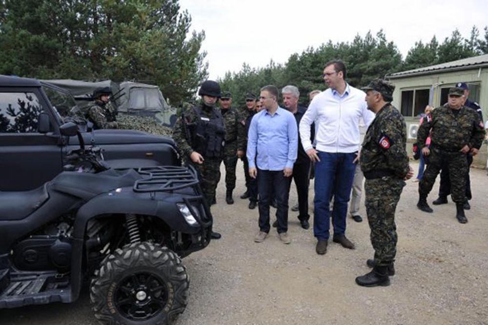 Vučić stigao u bazu Merdare