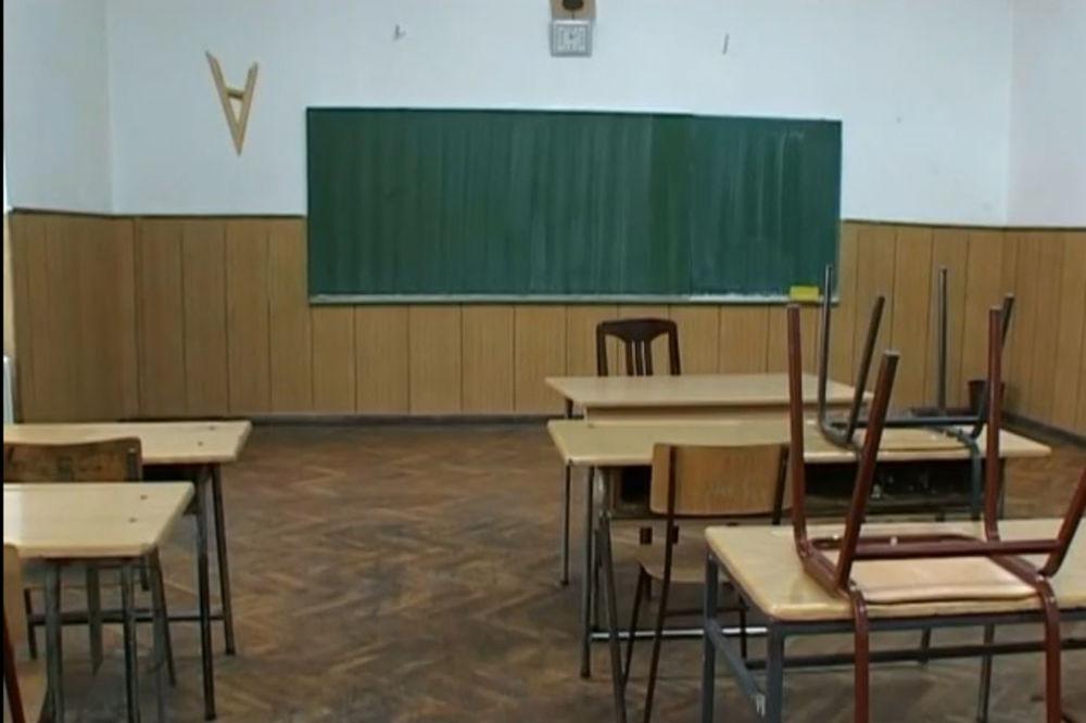 ZAVRŠAVA SE LETNJI RASPUST: Sutra počinje škola, ali i protest prosvetara