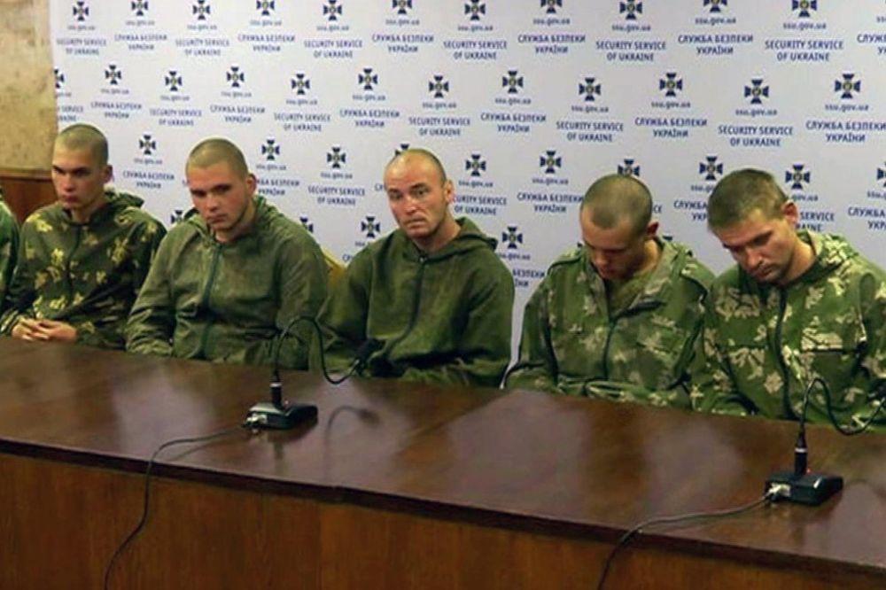 (VIDEO) RAZMENA: Rusija dala Kijevu 63 ukrajinska vojnika za 10 svojih zalutalih padobranaca
