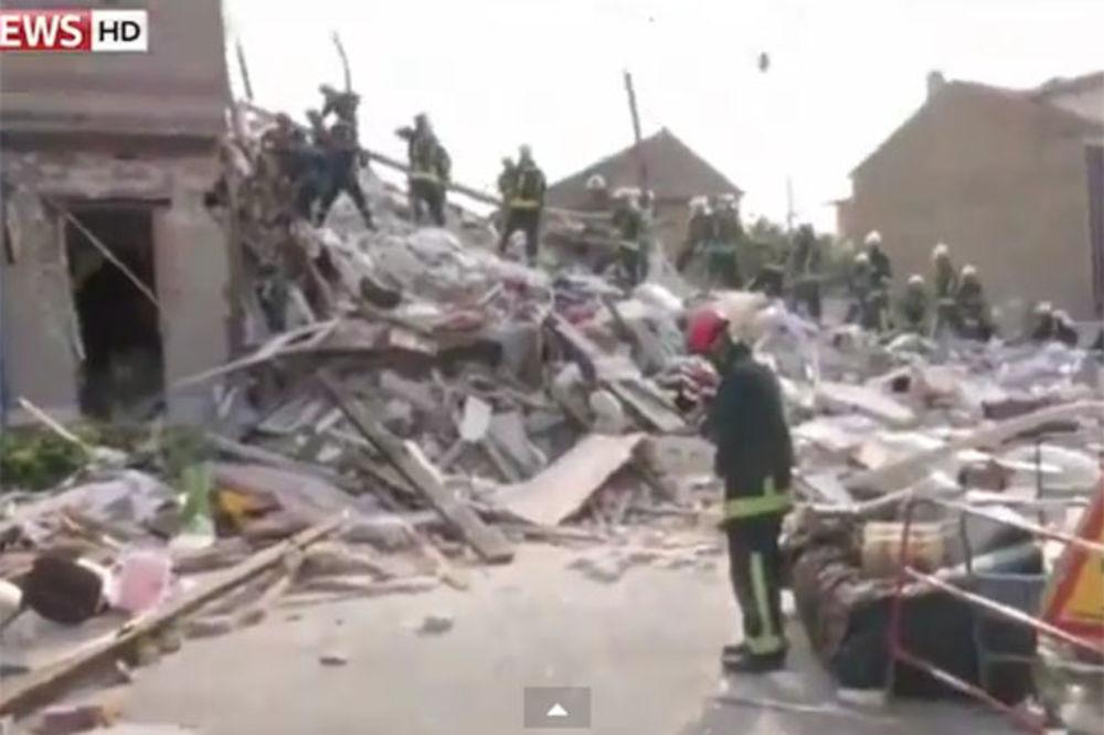 (VIDEO) NESREĆA U PARIZU: Dvoje poginulo, 11 ranjeno a 13 nestalo u rušenju zgrade