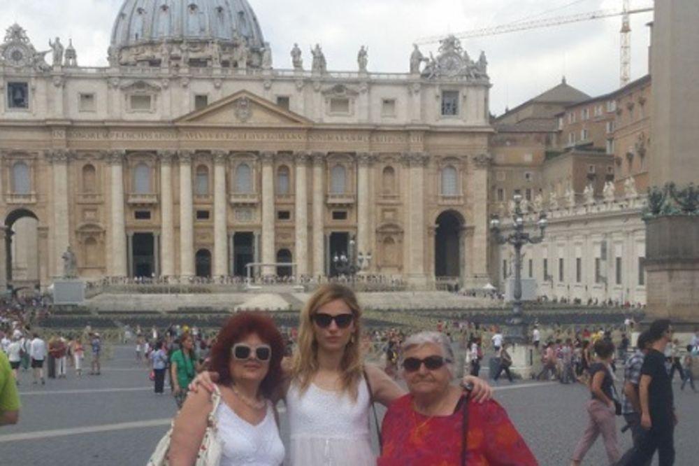 BAKICA, MAMICA I ĆERKICA: Tri žene Pejić familije, pogodite koja je bila muško!