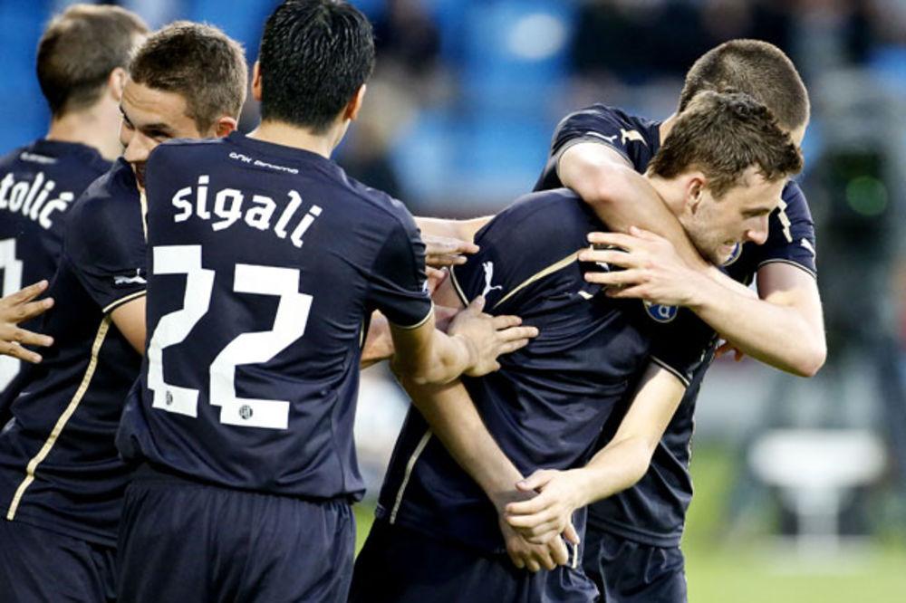 (VIDEO) LUDNICA NA POLJUDU: Dinamo gubio 2:0, a onda u nadoknadi vremena stigao do pobede