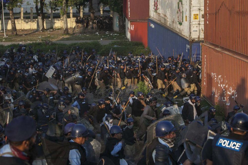 PAKISTAN: Vojska čuva zgradu pakistanske nacionalne TV, demonstranti se povukli
