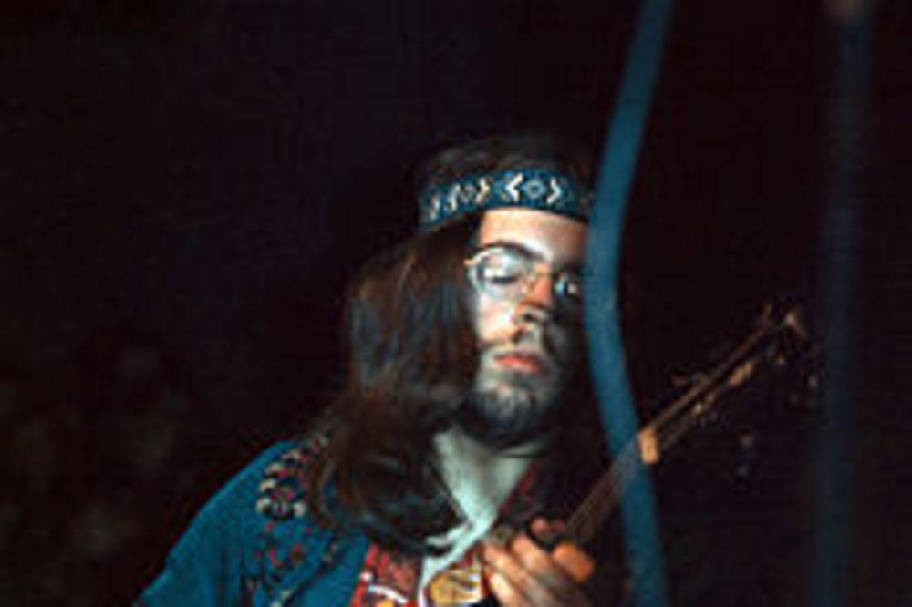 Umro Glen Kornik, basista grupe Džetro tul