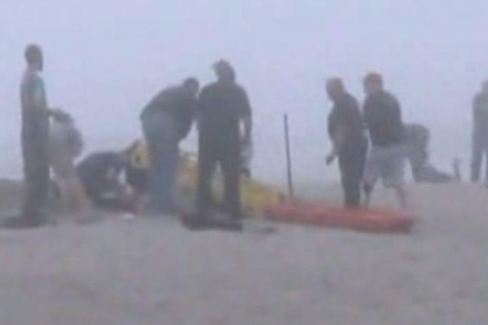 ODMOR SE PRETVORIO U PAKAO: Devojčicu (9) progutao pesak na plaži, nije joj bilo spasa!