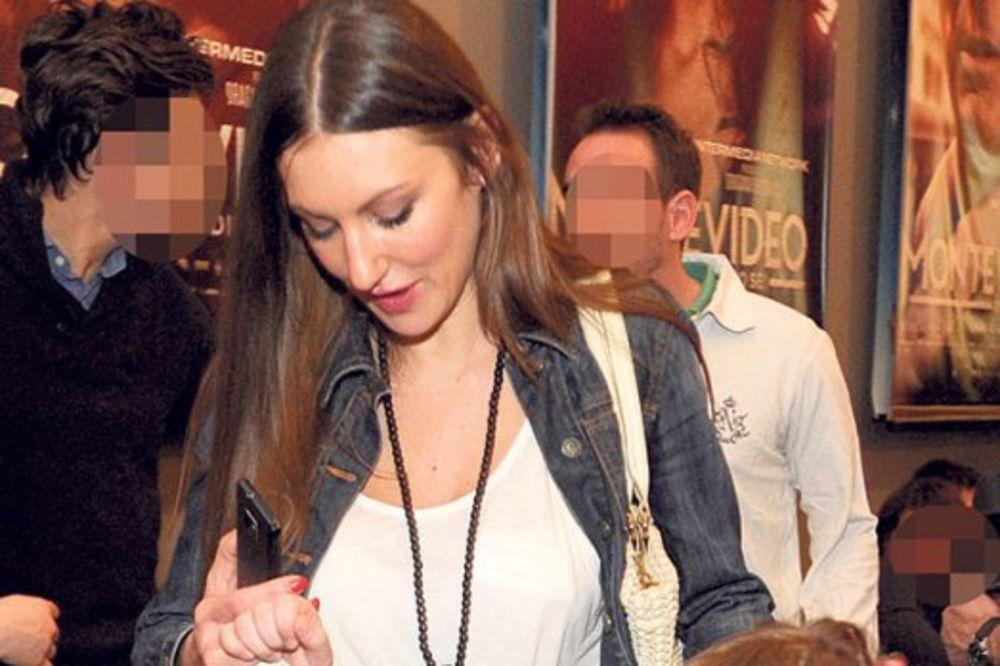 Nevena Adžemović: Ne zanima me politika, hoću da budem domaćica