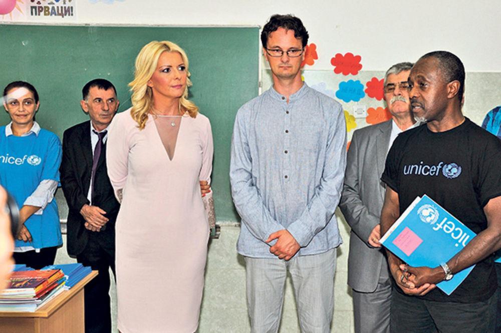 Denjub fuds poklonio udžbenike đacima