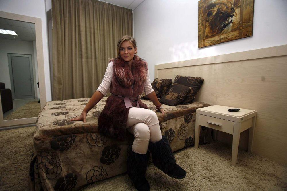 VANJA MIJATOVIĆ U REBUSU: Dečko mi je ponudio trojku s njim i njegovom devojkom!