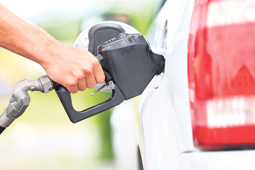 Srbi litar goriva plaćaju 14 dinara manje od Hrvata!