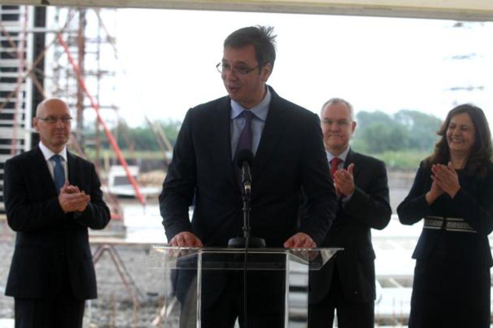 Vučić: Privatni sektor bez novih nameta, zaštitićemo siromašne
