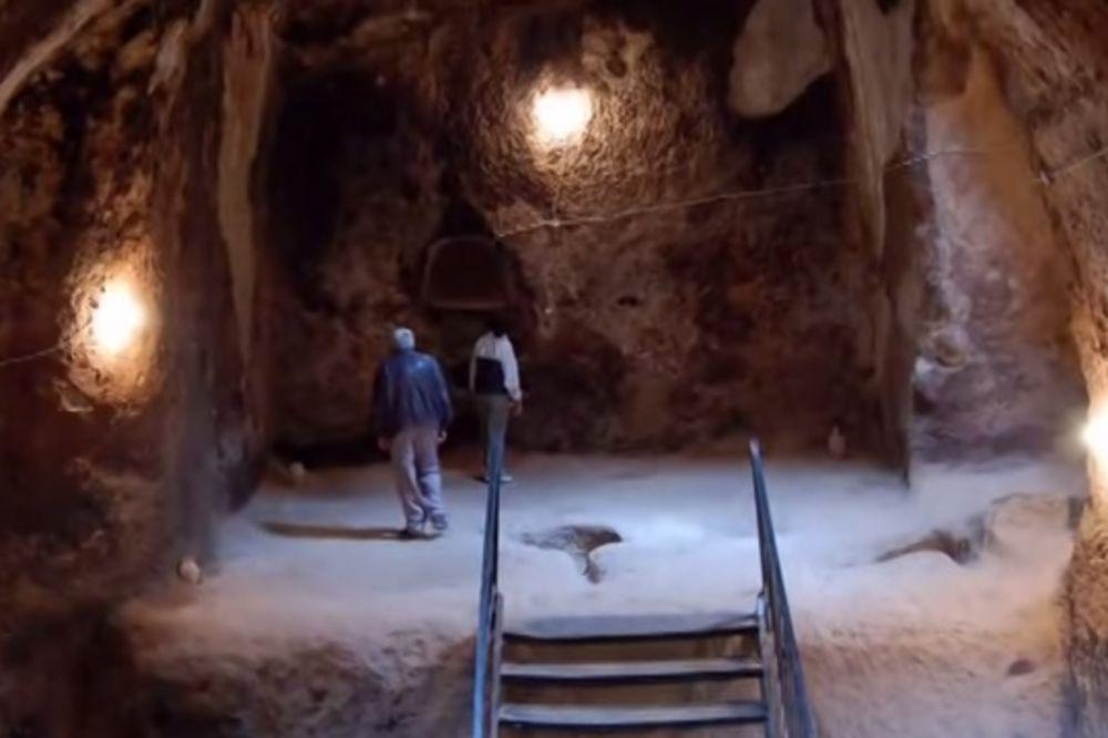 (VIDEO) PRONAŠAO TUNEL U PODRUMU: Šokirao se kada je saznao iznad čega je živeo!