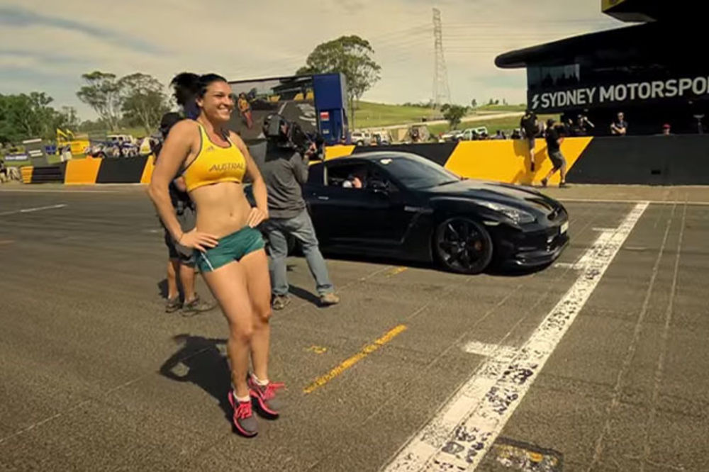 ATRAKTIVNA MIŠEL PRIREDILA ŠOU: Atletičarka ponovo izvela seksi ples i trkala se s automobilom