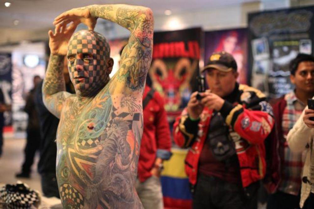(FOTO) KAD TELO POSTANJE PLATNO: Ovako je bilo na sajmu tetovaža!