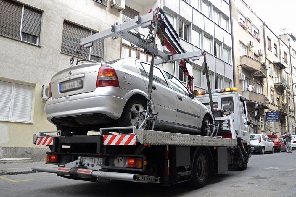 APEL PARKING SERVISA: Građani, uklonite vozila sa trase parade!