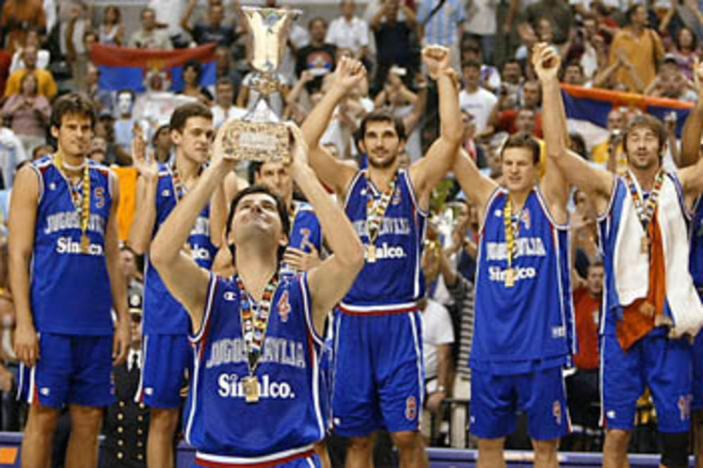 (VIDEO) DABOGDA SE ISTORIJA PONOVILA: Podsetite se kako su košarkaši pobedili Amerikance 2002.
