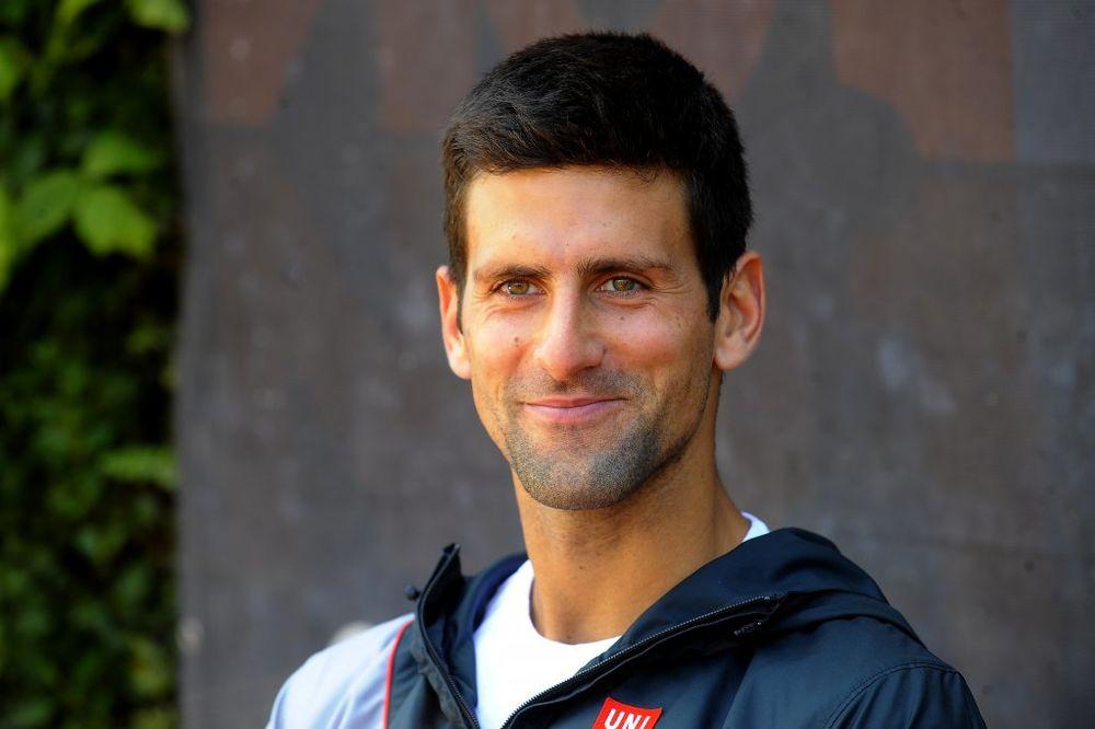 ZAŠTO SA MASKOM: Đoković se sa Federerom, Berdihom i Kolšrajberom slikao u Dubaiju