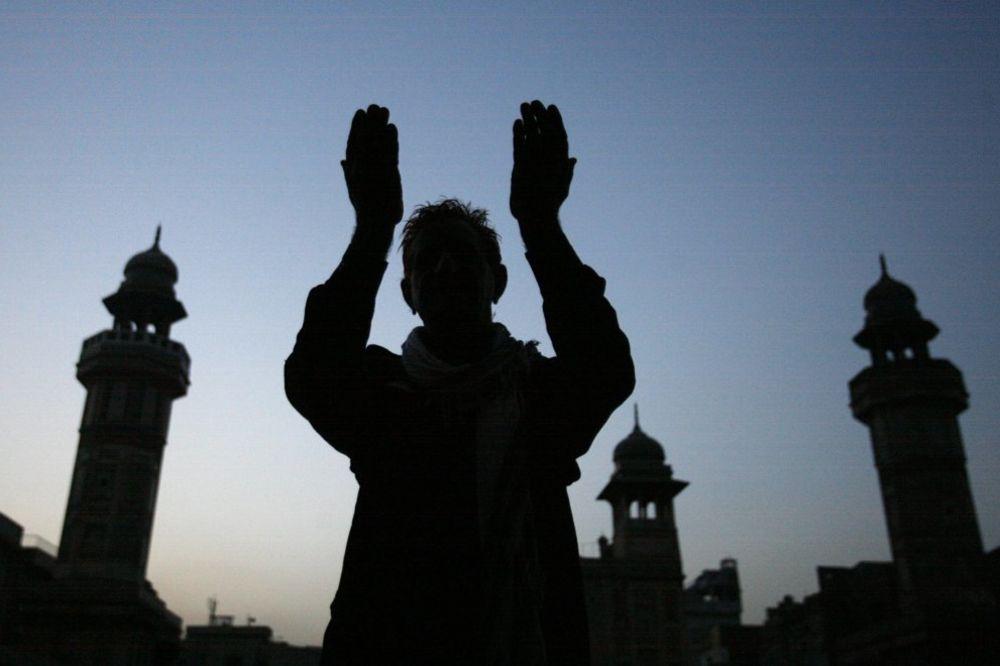 TRAGEDIJA NA MOLITVI: Najmanje 9 mrtvih u rušenju krova džamije u Lahoreu