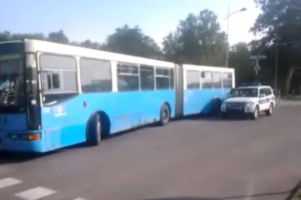 (VIDEO) UDES U NS: Majka i ćerka povređene u autobusu 7 kod Satelitske pijace