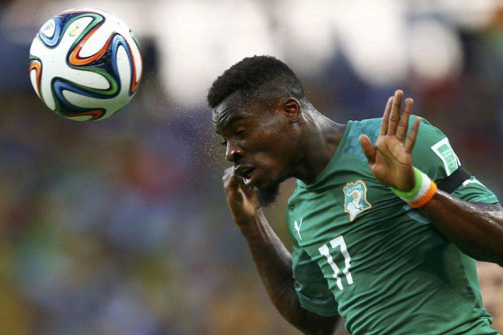 (VIDEO) UMALO TRAGEDIJA: Fudbaler Obale Slonovače nokautiran na terenu