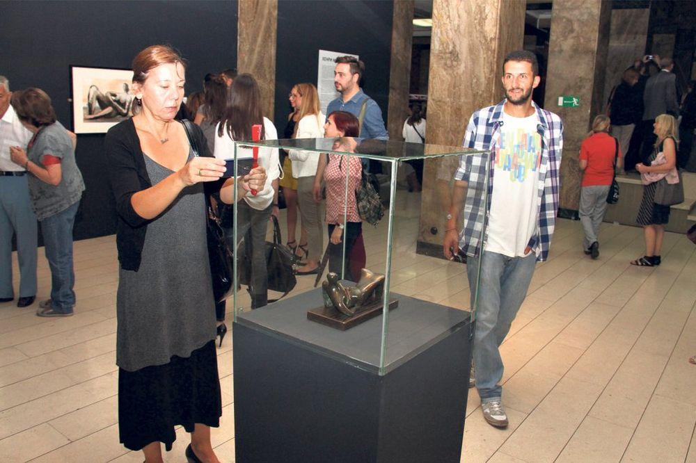 OTVORENA IZLOŽBA HENRIJA MURA: Povratak velikog umetnika u Beograd