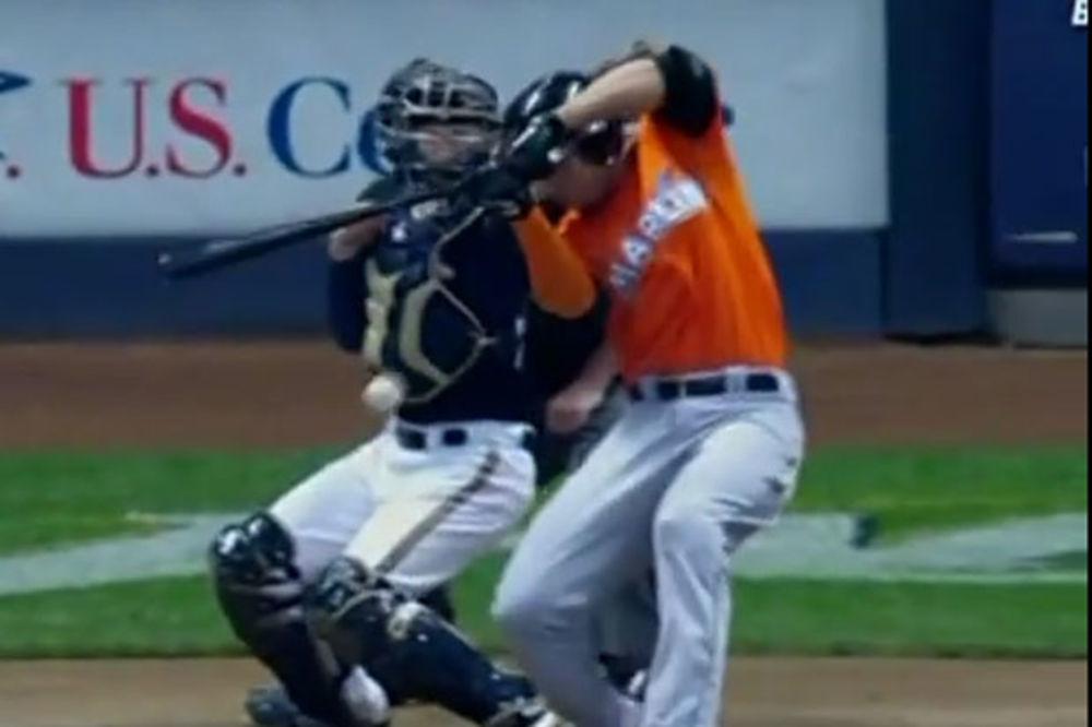 (VIDEO) UDARILA GA LOPTICA U LICE: Igrač bejzbola završio u bolnici!
