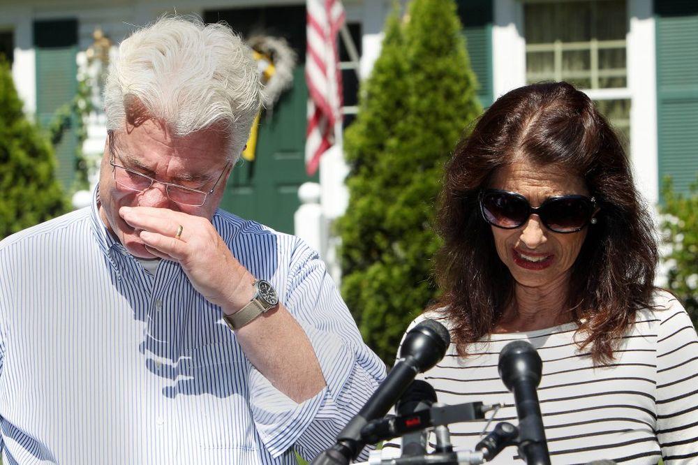 Očajni roditelji: Dejvid i Dajen Foli, Foto AP