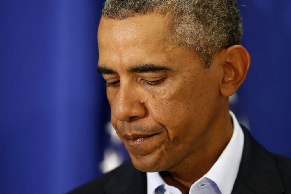 STRAHUJU DA JE OBAMA ZARAŽEN EBOLOM?! Predsednik SAD grlio medicinske sestre koje su lečile obolele