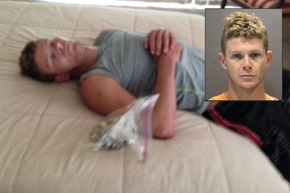 DA ČOVEK NE POVERUJE: Lopov zaspao na poslu, policajci ga fotografisali i objavili na Fejsbuku