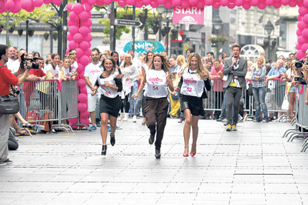 KOSMO TRKA: Voditeljke trčale sprint na visokim potpeticama!
