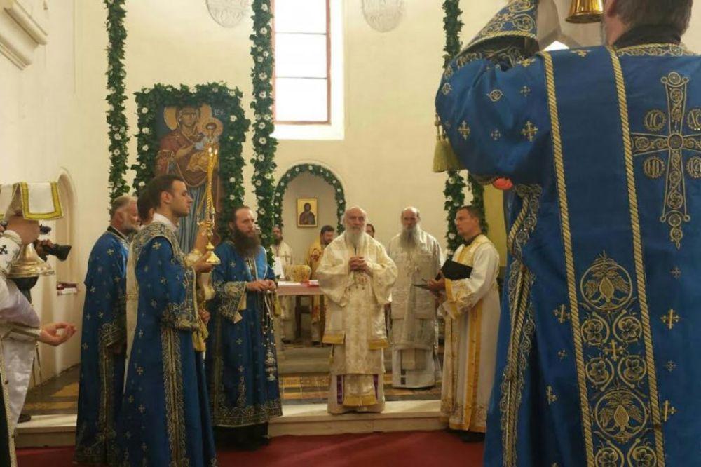PREPUN HRAM U PAKRACU: Patrijarh Irinej ustoličio episkopa Jovana