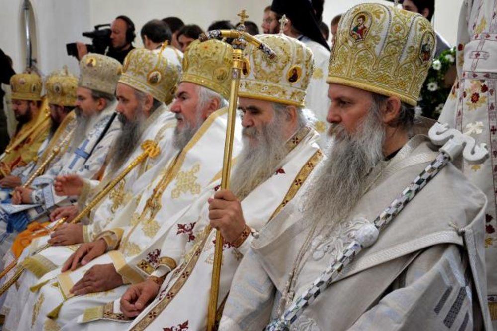 http://images3.kurir-info.rs/slika-900x608/ustolicenje-episkopa-jovana-foto-tanjug-1410618659-567107.jpg