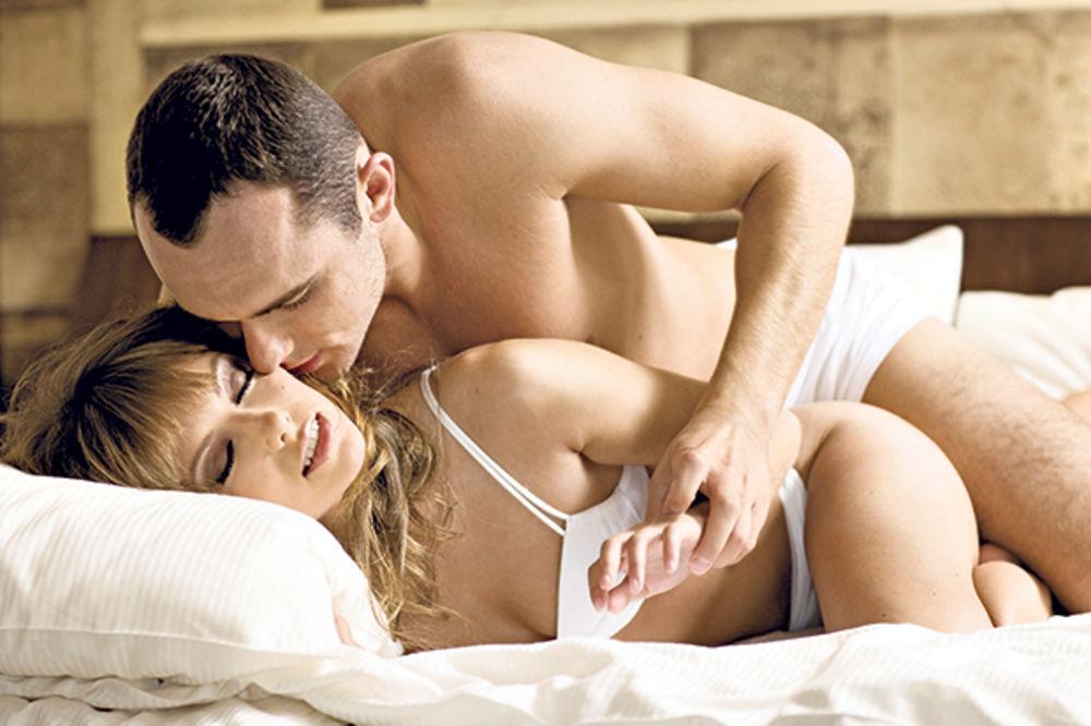 POZA SPASA: Kako imati seks kada bole leđa!