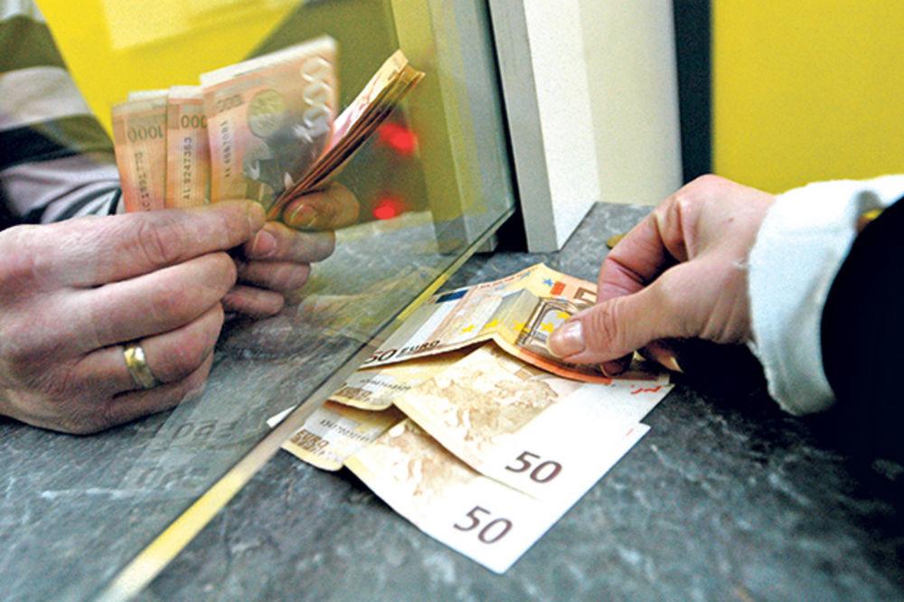 SREDNJI KURS: Za evro danas 123,32 dinara