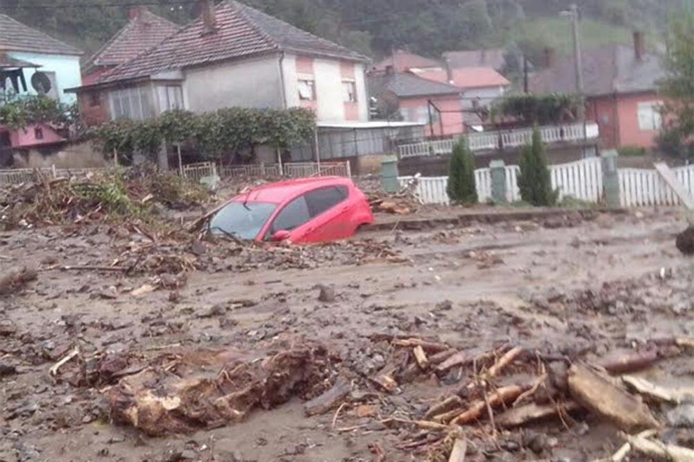 UŽIVO BUJICA UGROŽAVA HE ĐERDAP: Udavila se starica, stanovništvo se evakuiše!