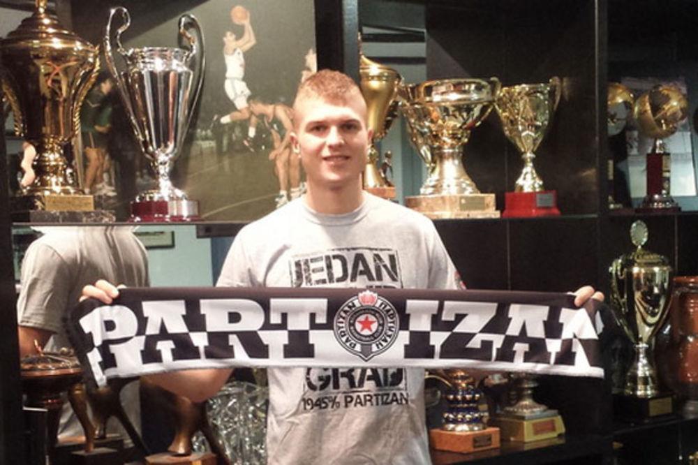 MURIĆ STIGAO U SRBIJU: Voleo bih da ponosno nosim osmicu Partizana