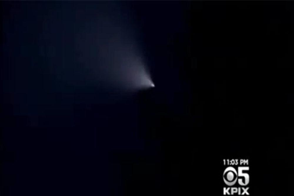 (VIDEO) MISTERIOZNA SVETLOST IZNAD SAD: Tajno testiranje raketa ili svemirski otpad?