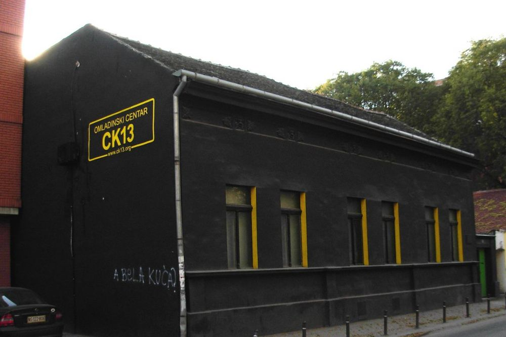 NOVI SAD: Ponovo kamenovana Crna kuća