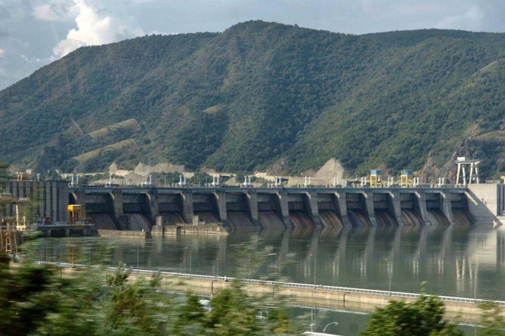 TELO MUŠKARCA SE ZAKAČILO ZA REŠETKU: Beživotno telo pronađeno u Hidroelektrani Đerdap 2