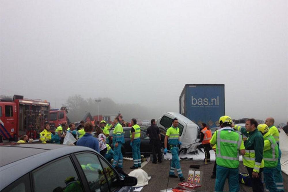 STRAVA U HOLANDIJI: 150 automobila u lančanom sudaru, dvoje mrtvih!