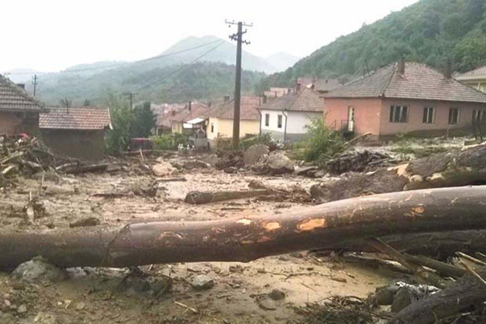 POPLAVE NA ISTOKU SRBIJE: Troje nestalo u bujici!