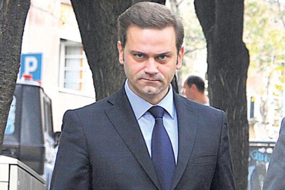 STEFANOVIĆ POBEGAO POSLE UDESA: Uzeo skupštinska kola da se odveze 500 metara!
