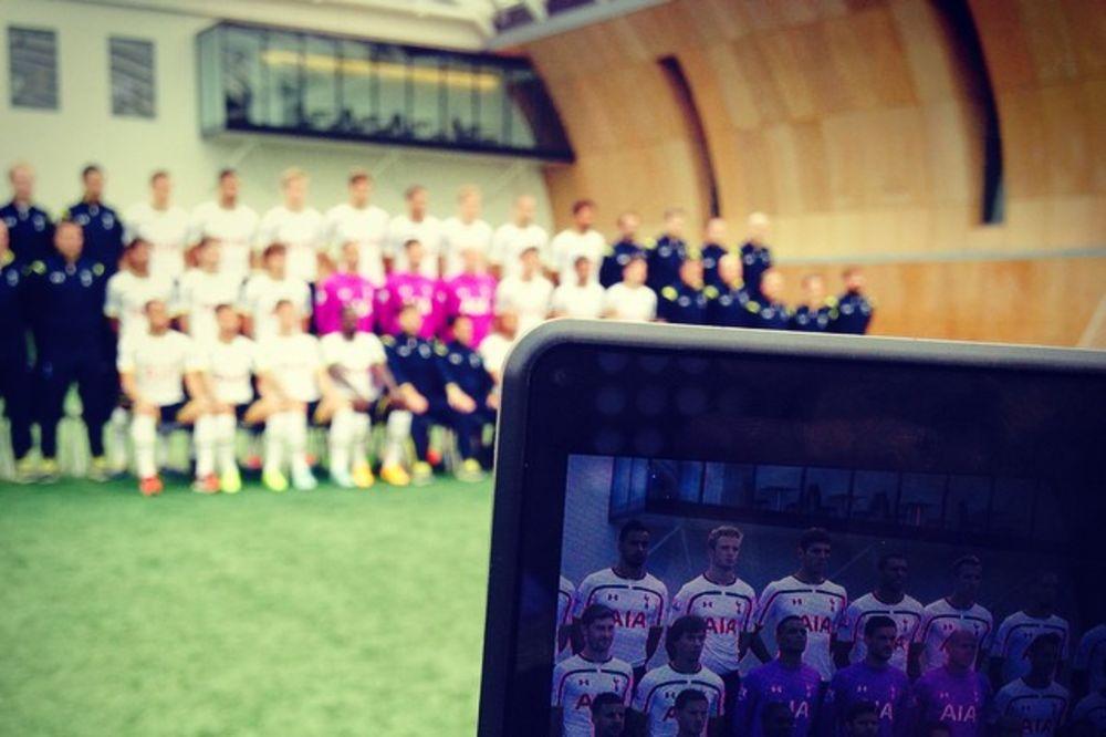 (FOTO) PEVCI STIGLI U BEOGRAD: Fudbaleri Totenhema sa osmehom na megdan Partizanu
